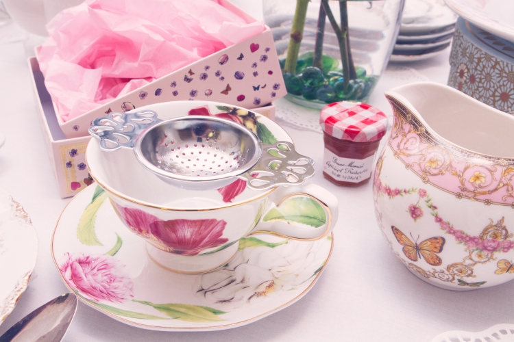 floral tea cup with strainer